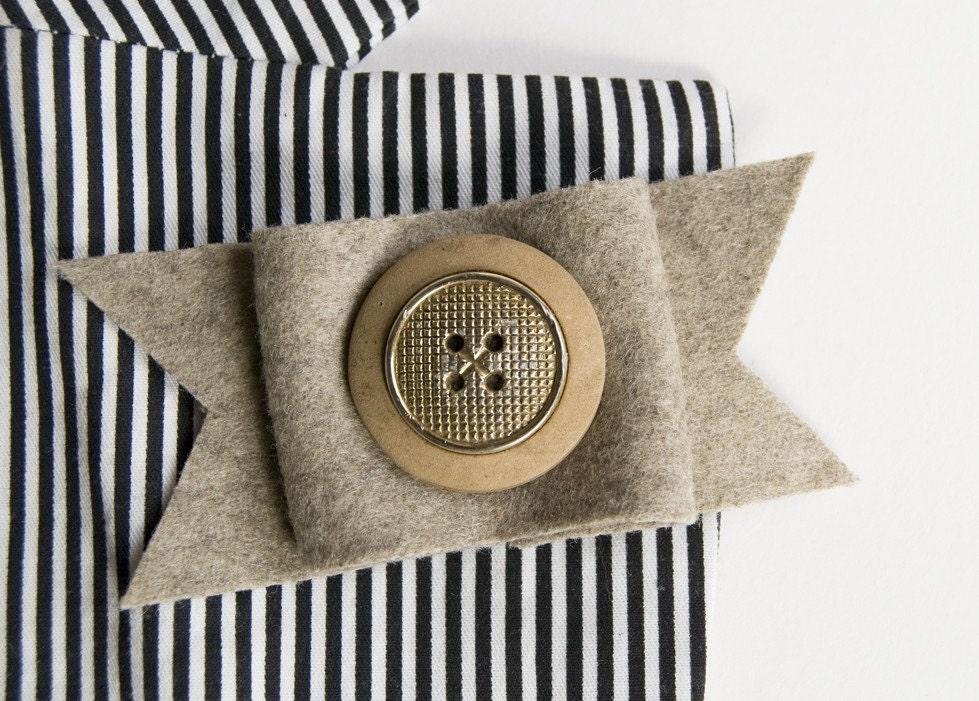 Creme Caramel - button brooch