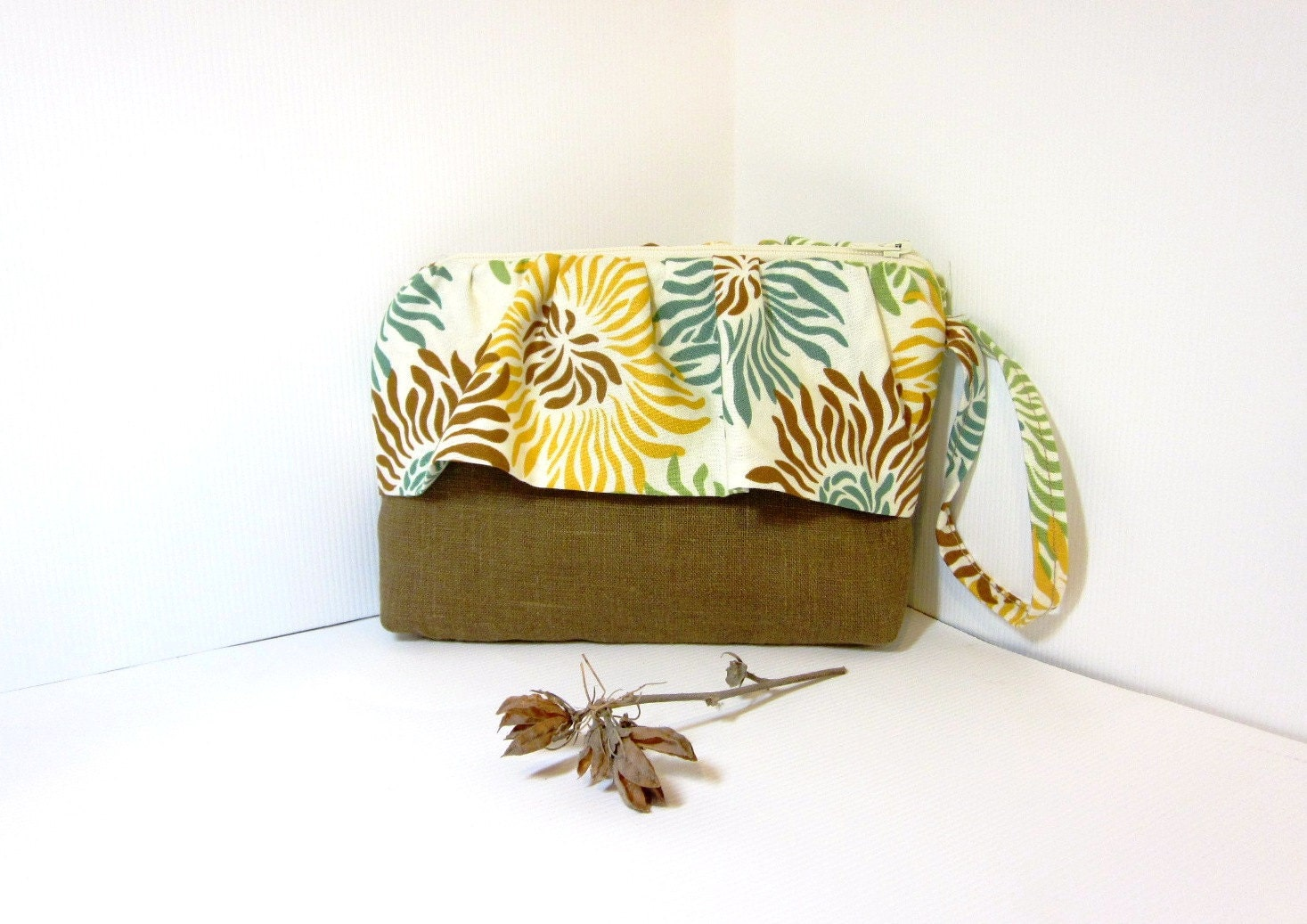 Wristlet  Clutch Small Purse - Mums in Brown - handjstarcreations