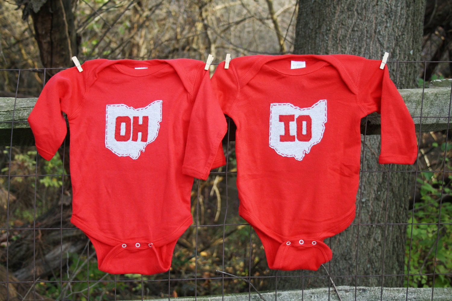 "Red ""OH-IO"" Twin set, bodysuits for twins, or great way to celebrate a 2nd bith, or SIBLINGS - twinzzshop"