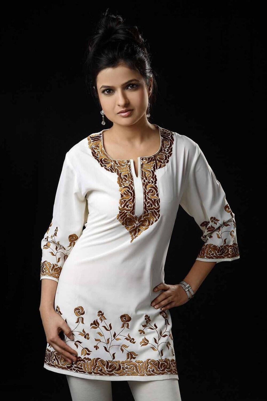 دوزی طراح لباس کوتاه سفید متوسط / بالا / Kurtis