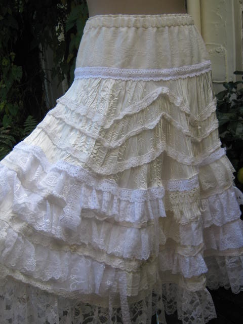 Vintage Kitty... ivory lace and layers... roses, lace and more lace.. perfect for a wedding or high tea party... flowing skirt... Med-Lge