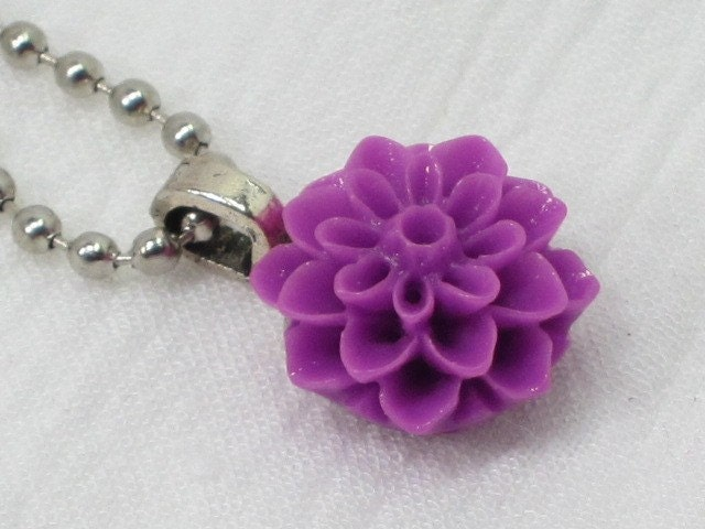 Vintage Inspired Lucite Flower Necklace/Pendant