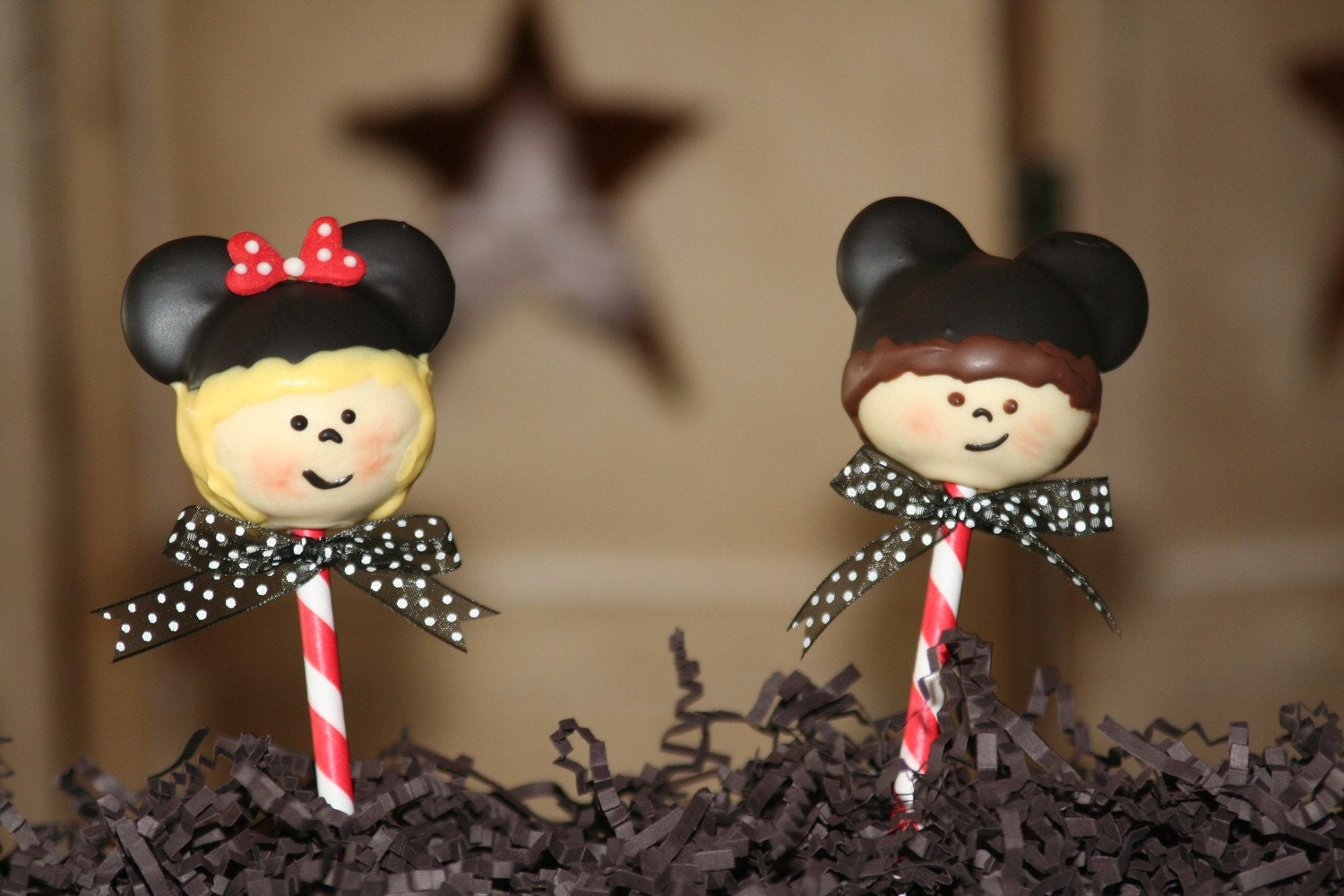 Mom's Killer Cakes & Cookies ORIGINAL DESIGN Mickey  and Minnie Mouse Disneyland Kids Family Customized For YOUR Family Cake Pops