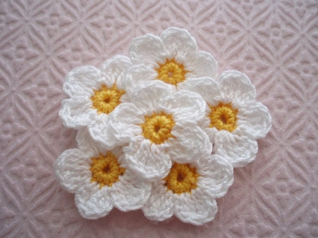 Crochet Embellishment Applique - 12 Piece Set - 6  Flowers White Petals with Golden Yellow Centers and 6 leaves