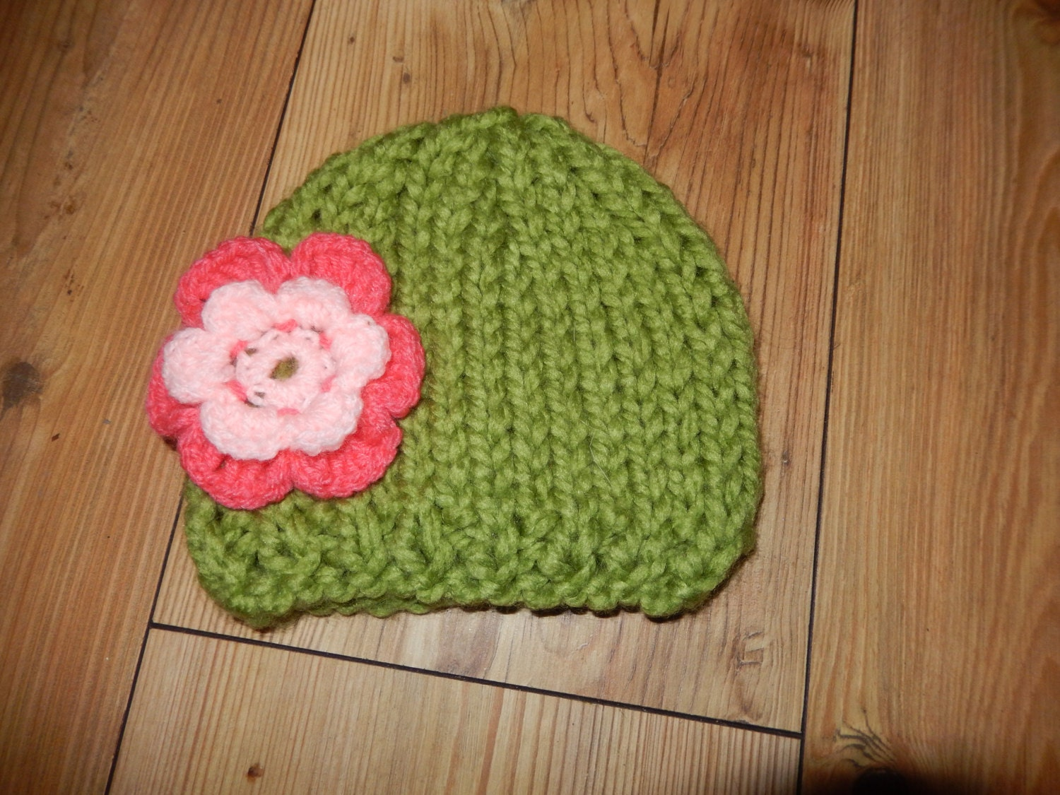 cute hand knitted chunky green baby hat with a pink flower 03 month