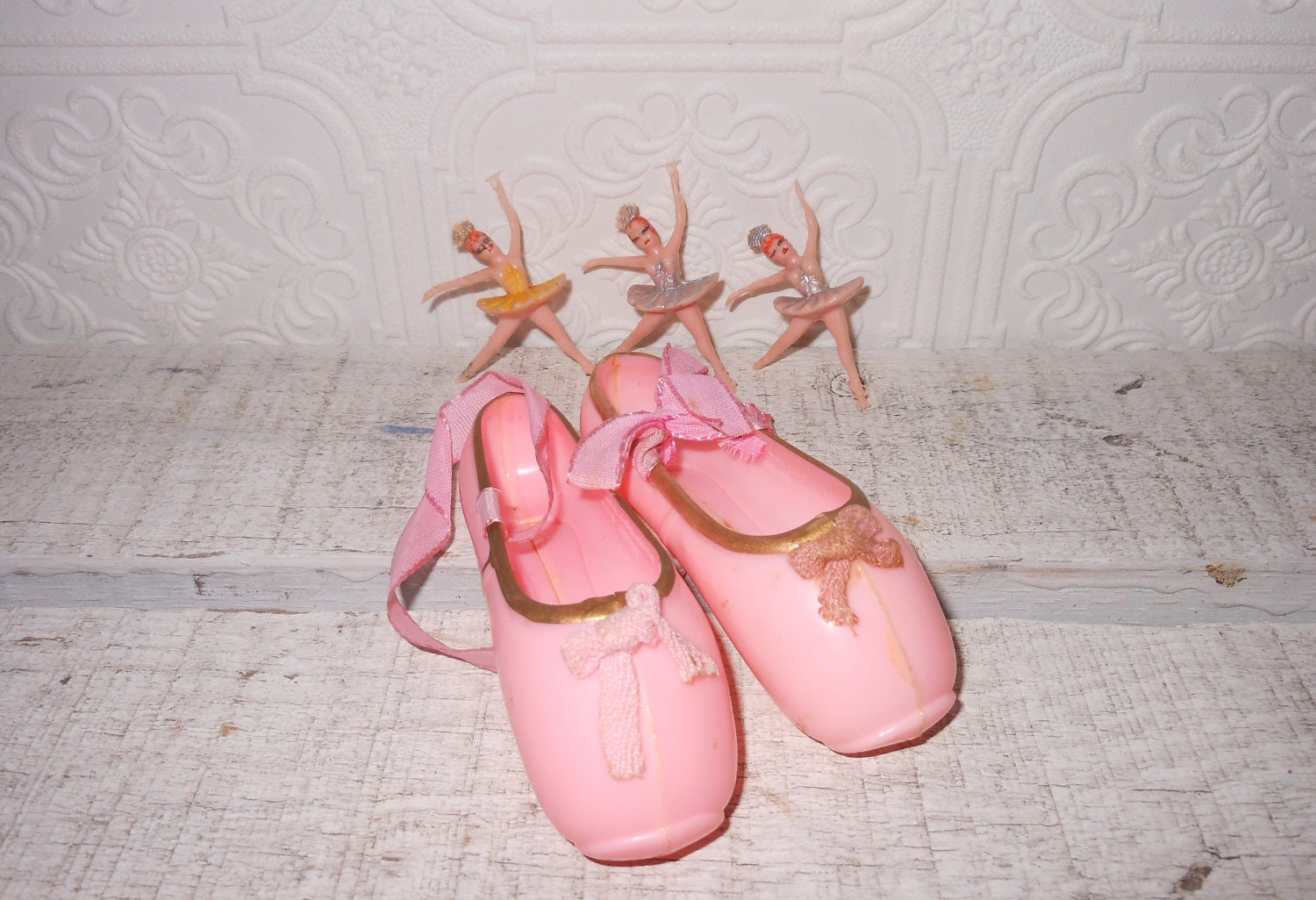 Vintage cake decorations ballet shoes and by for Ballet shoes decoration