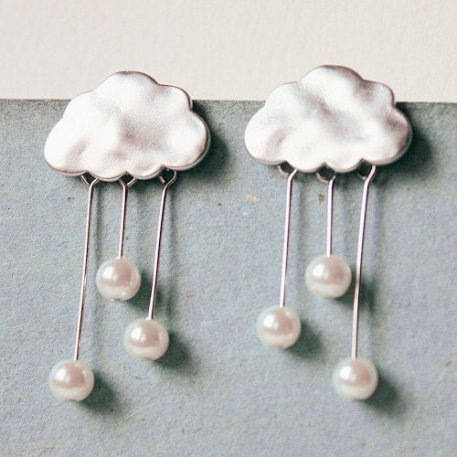i heart rainy days . a cute whimsical rainy cloud earrings in silver