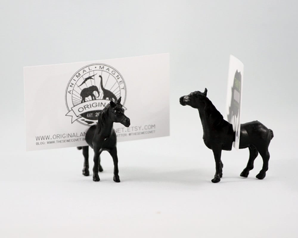 Horse Placecard or wedding escort cards - Set of 25 full animals (50 magnets) - kitsch or formal wedding favor favours