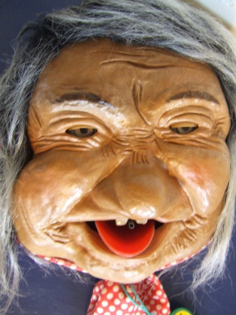 Original Peter Figuren Cackling/Laughing Woman - Very Creepy, Spooky, and Wierd Just In Time for HALLOWEEN