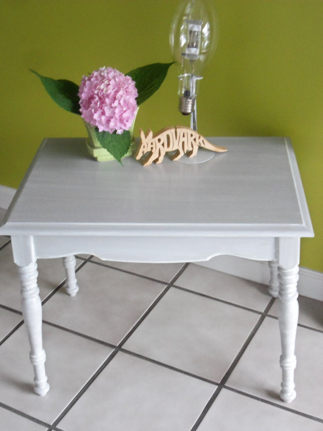 Pair Painted Federal Style Maple End Tables/Side Tables, Dove Gray with Ivory Glaze