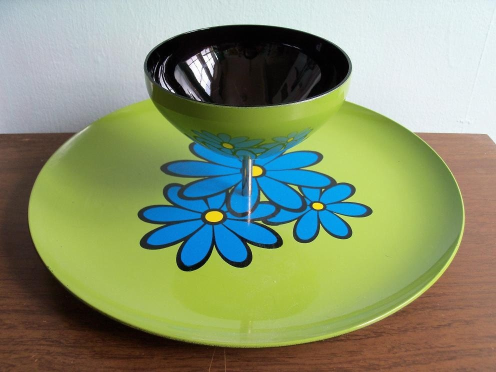 Retro Mod Flower Blue and Avocado Green Chip and Dip Plate