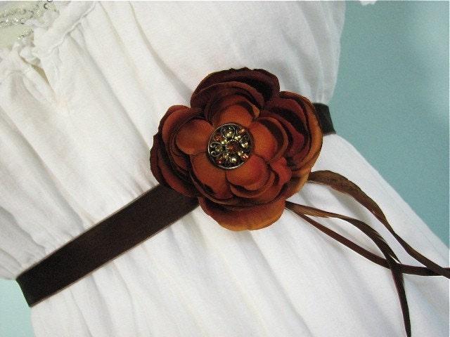 rustique.  waist corsage.