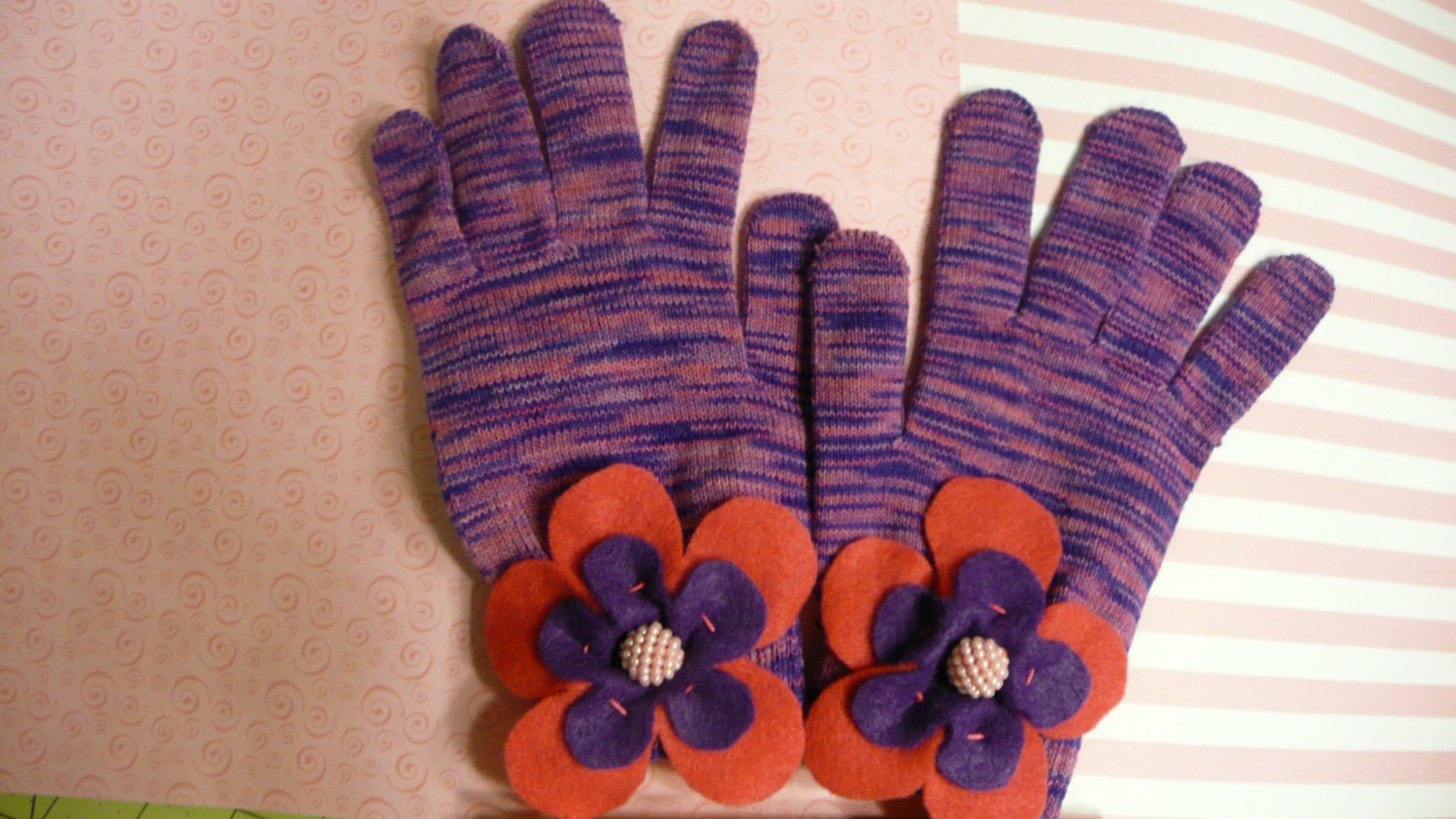 Pink and purple knit gloves with flowers - OWLvsOCTOPI