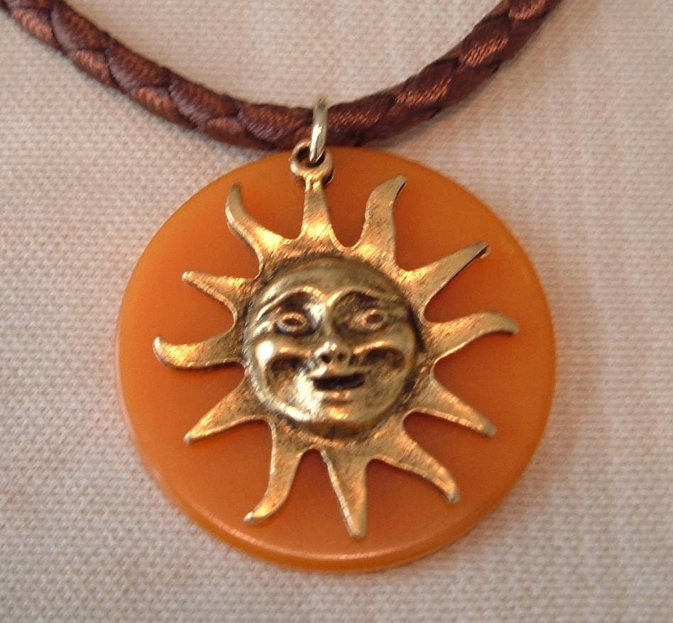 BUTTERSCOTCH BAKELITE SUNBURST NECKLACE w/GOLD VERMEIL CLASP