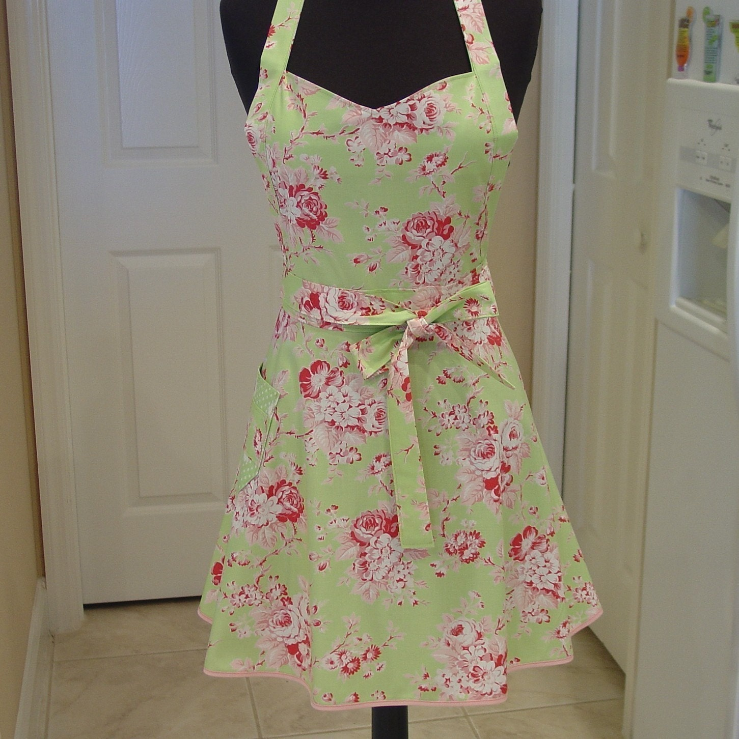 Shabby Chic Apron . . . picnic roses. From FancyBoutique