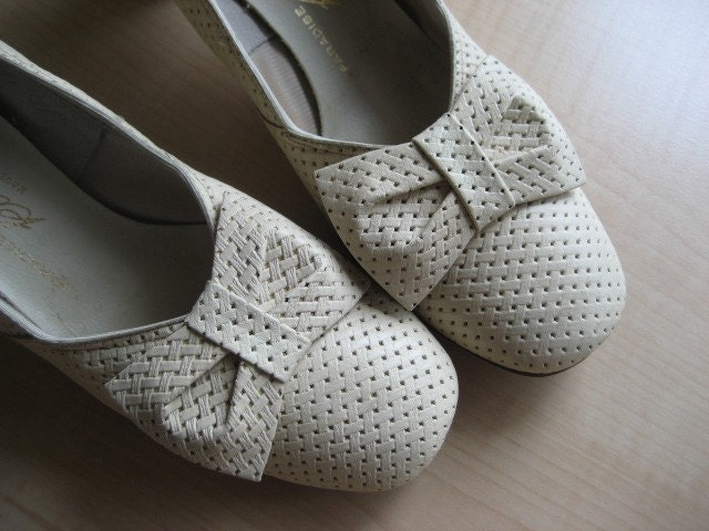 Vintage Leather Heels with Bow Detail- Size 7