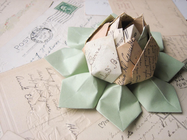Origami Lotus Flower Decoration or Favor // Cartes Postale paper - fishandlotus