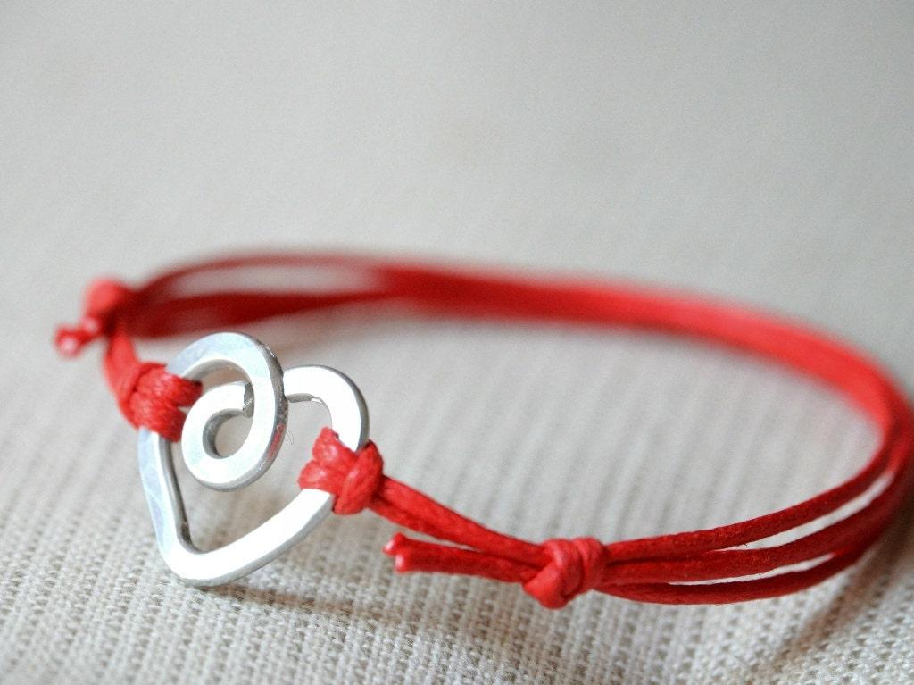 Heart Red Bracelet  - Aluminium wire and waxed cotton - Women and Unisex bracelet - Vegan friendly