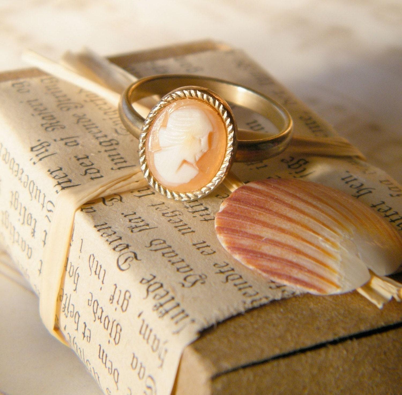 Vintage Handcarved Italian Cameo Ring Medium