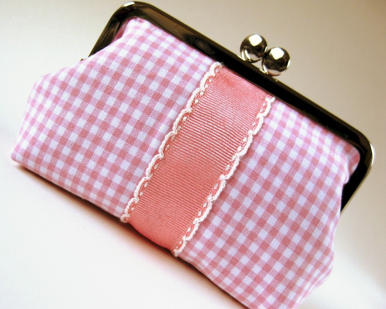 medium frame purse/pouch - scalloped ribbon on pink gingham