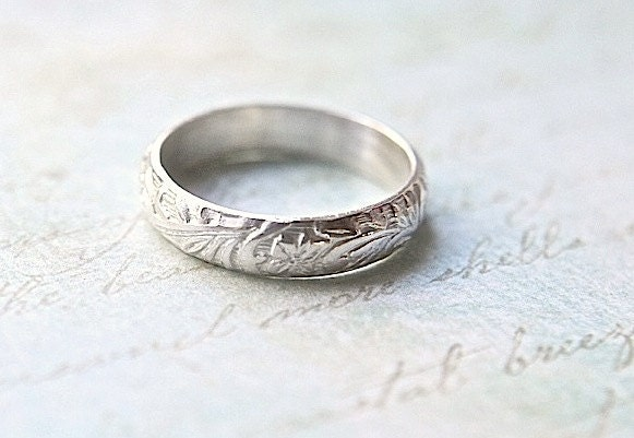 flower vine engraved wedding band vintage by buttercupandco