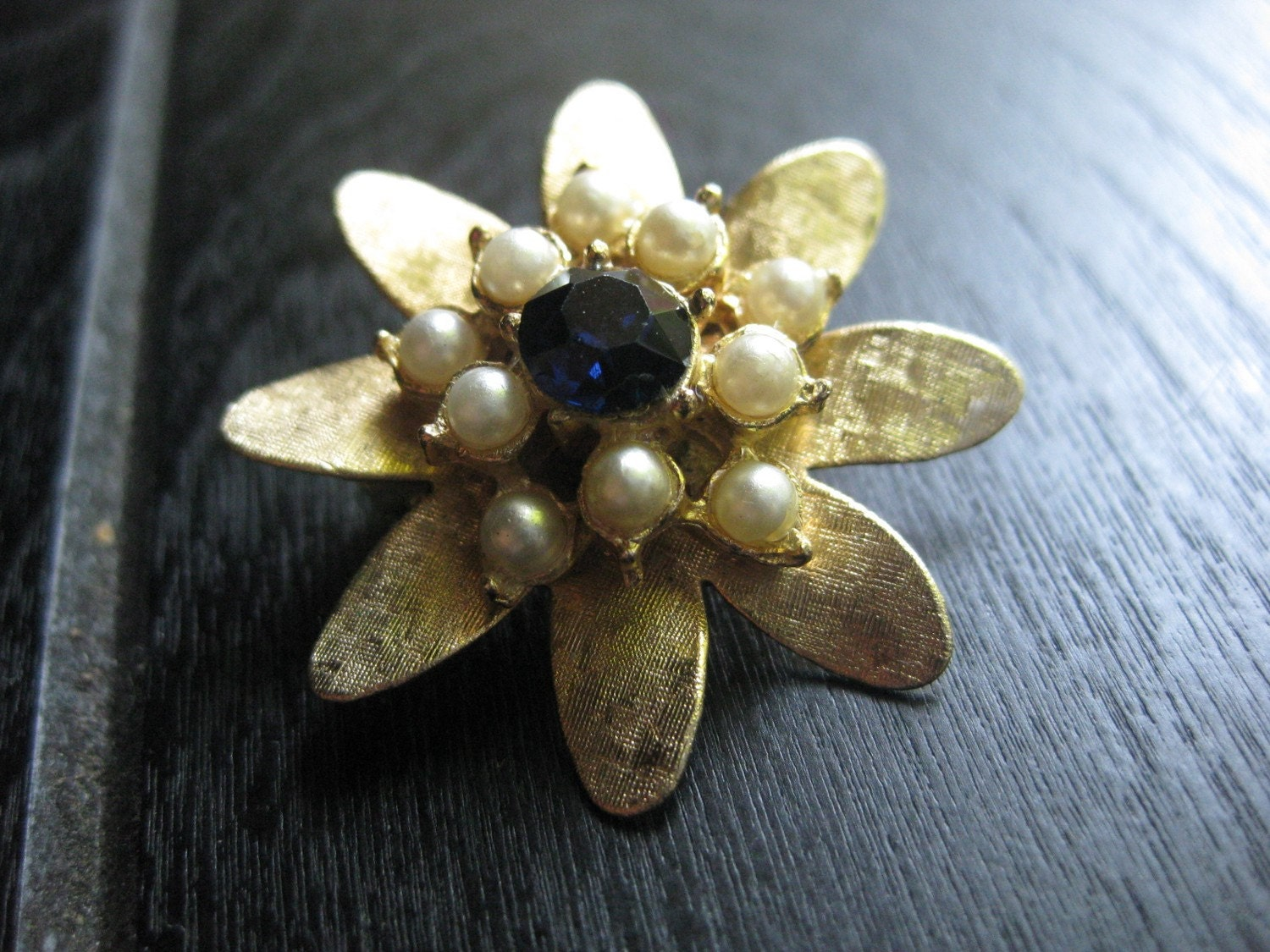 Cluster Gold Tone, Pearl and Sapphire like center Classic Flower Vintage Brooch Free Priority Shipping w/ Tracking