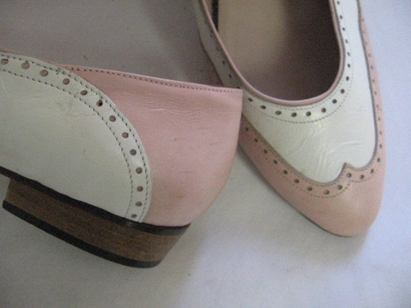 Vinage VAN ELI Sweet Pink and White Spectator Dot Flats Shoes 7 1/2 8 N