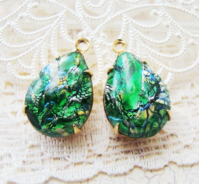 Vintage 15x11mm Teardrop Emerald Green Harlequin Opal Jewels Brass Drops - 4 - alyssabethsvintage