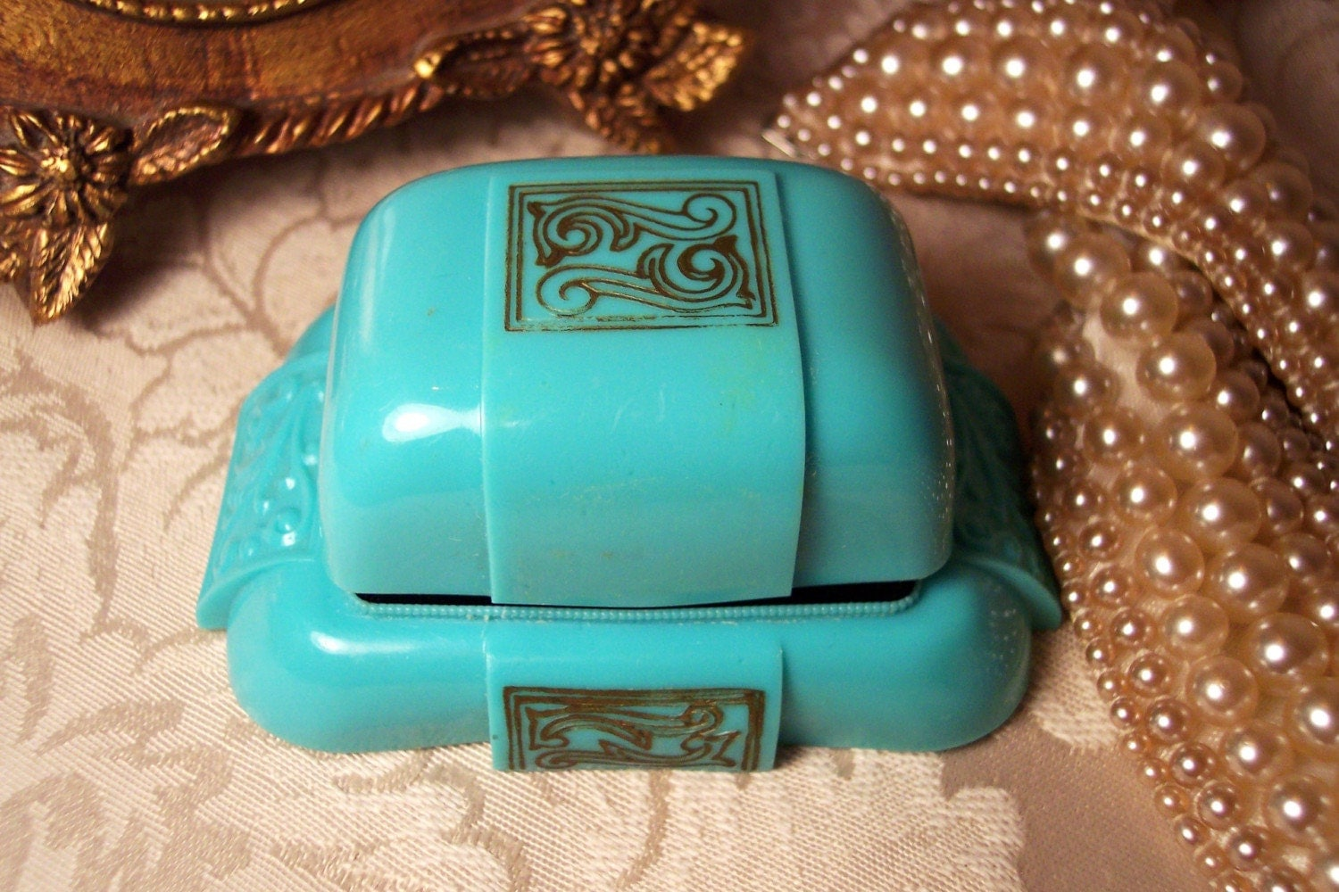 VINTAGE ART DECO TIFFANY BLUE BAKELITE RING BOX