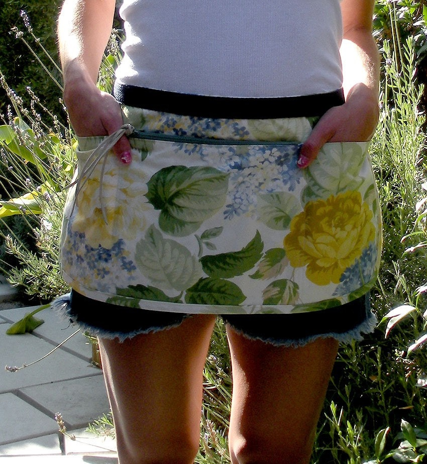 SALE-Misty Flowers  Vendor  Apron