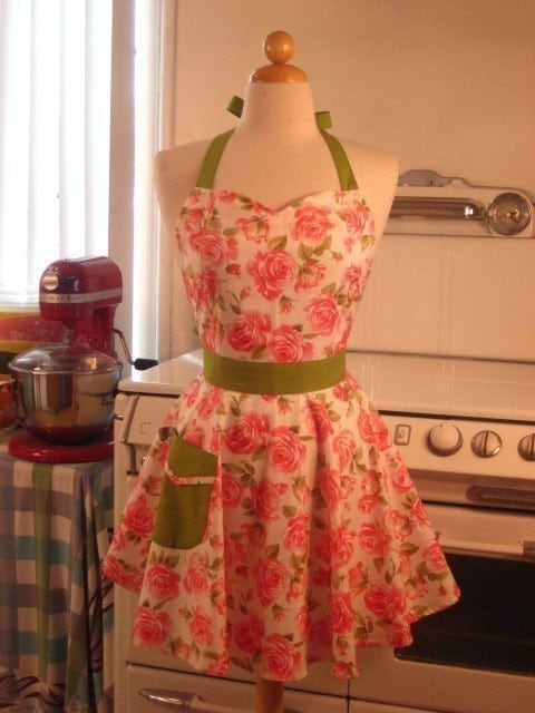The BELLA Vintage Inspired SWEET Roses Full Apron
