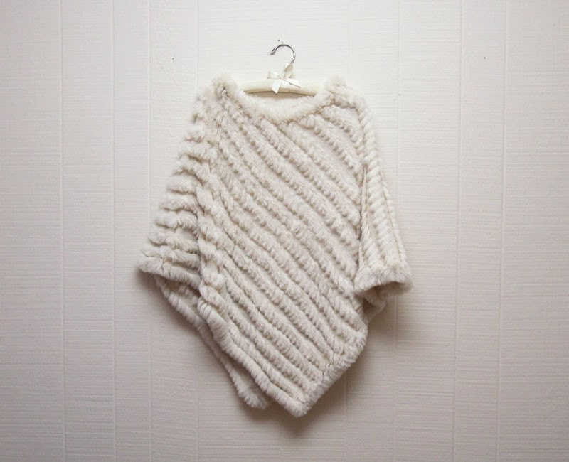 Vintage White Rabbit Fur Chevron Knit Poncho (onesize)