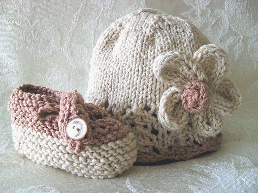 COTTON HAND KNITTED Ivory and Beige Cloche with Lace Brim and Matching Cross-Strapped Booties