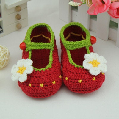 red handmade Crochet Baby Booties / baby shoes soft  baby toddle  cool shoes with beautiful flowers decorative 0-12months