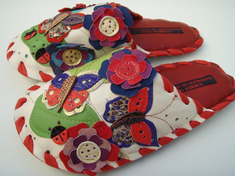 Karmen Sega Handmade leather slippers - Botanical butterfly in red