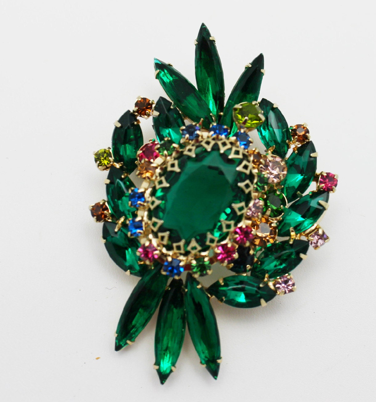 Vintage Brooch Emerald Green Large and Ornate - HeirloomBandB