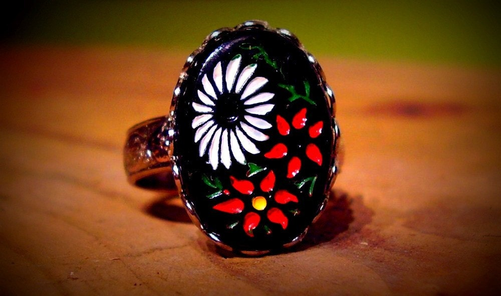 Black Floral Ring Vintage Japanese Intaglio Red and White Stone TAGT team