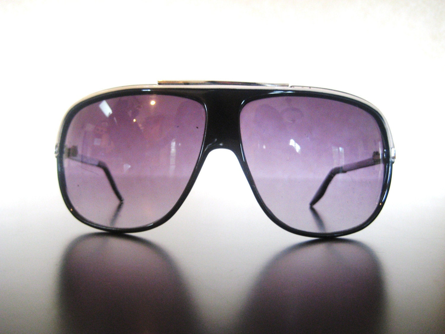 80's Vintage Black and White Plastic Frame Aviator Sunglasses with Silver Metal Details