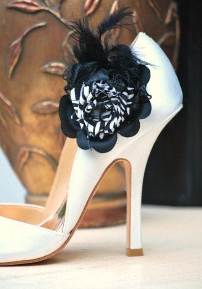 Shoe clips elegant black flower and Zebra, Etsy Handmade Sofisticata. White Chic chic Women's Tribal, the special event date Day OOAK Spring Summer Fashionista accessories, fabric feathers beads, Brides Bridal Party Bridesmaids M2M