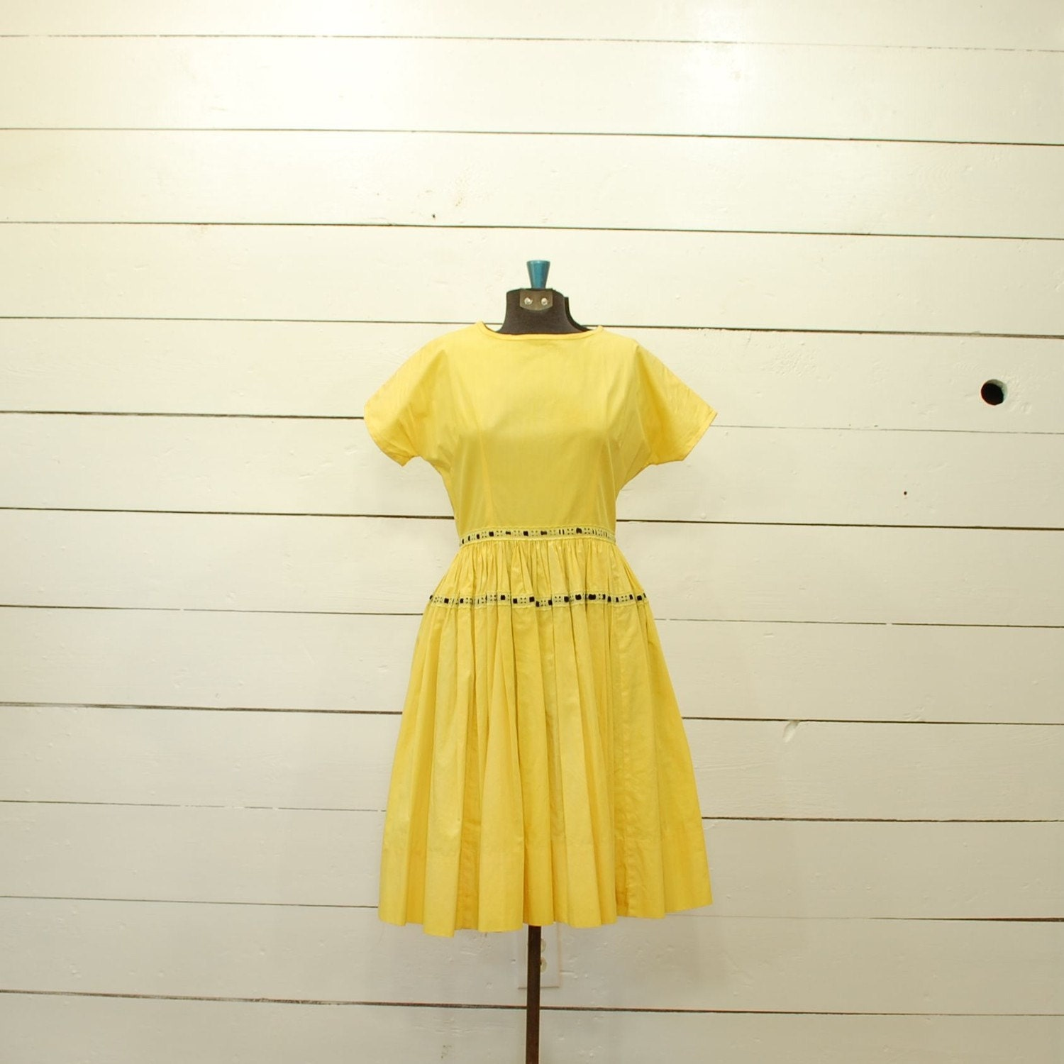 vintage.1950s.BUMBLE.BEE.yellow.dress