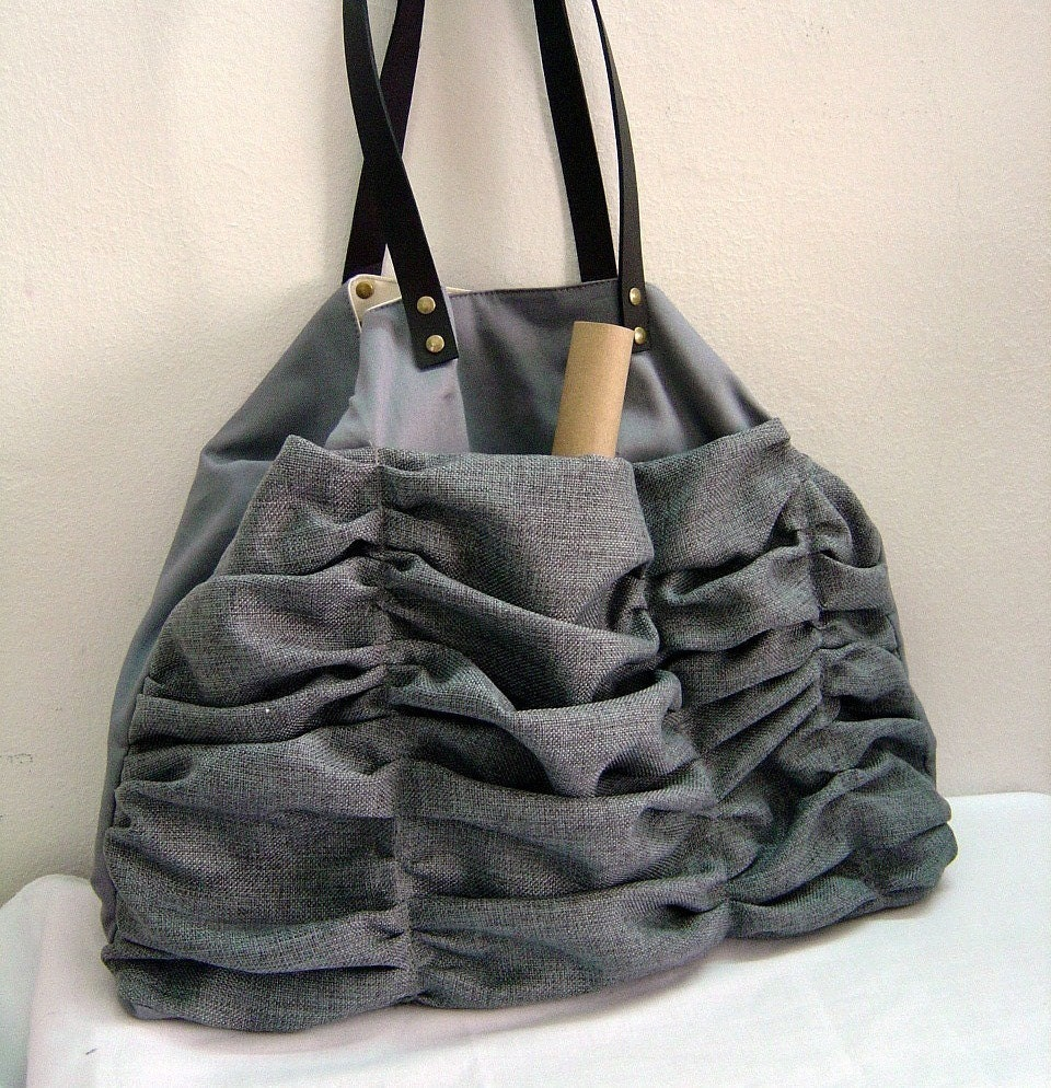 Winter Ruffles in grey with leather strap -- shoulder bag