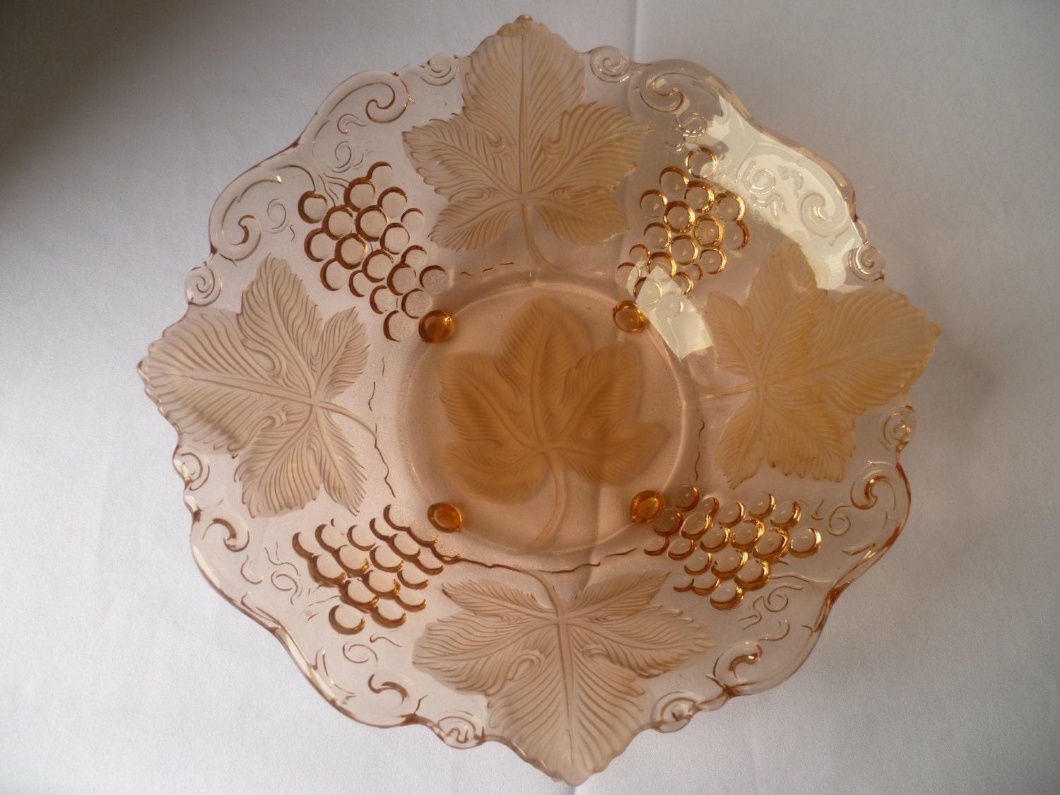 1930  pressed glass pink fruit glass salad bowl decorated in Relief with grapes and leafs.