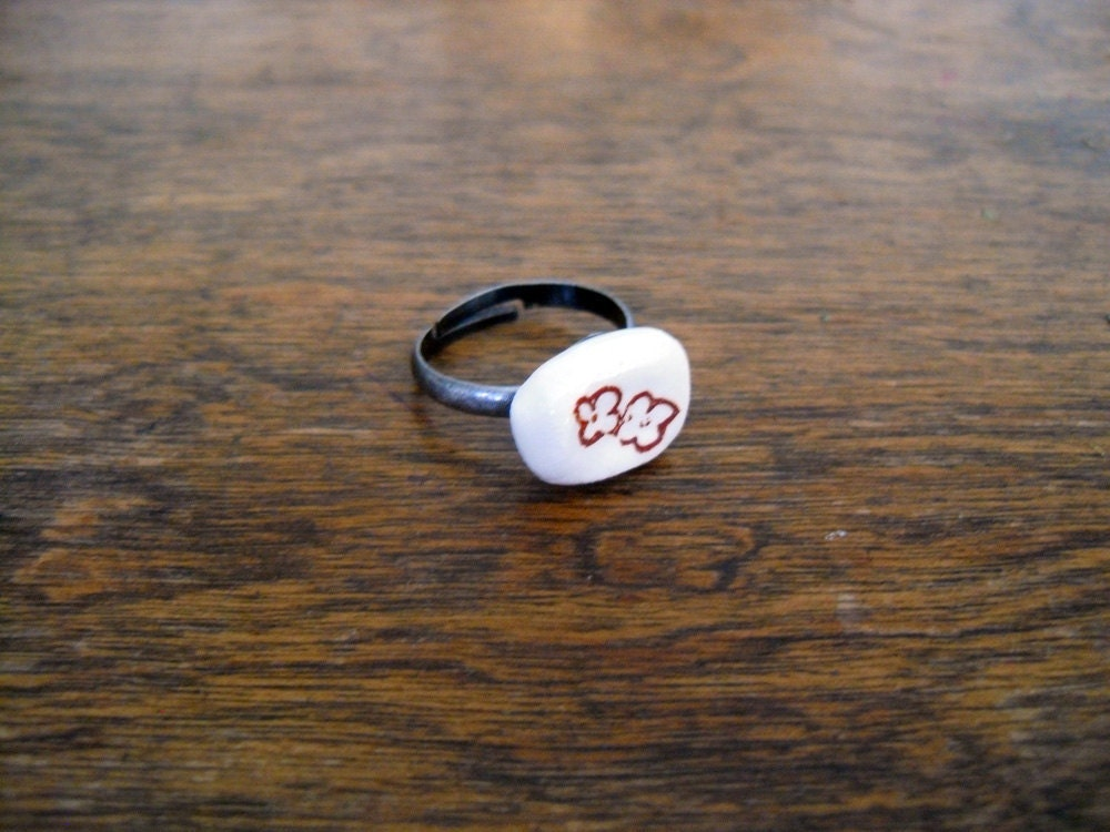 white earthenware adjustable ring, brown flowers, antiqued silver