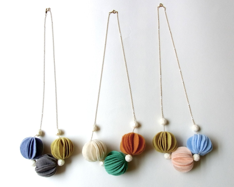 kuru maru felt ball necklace S size
