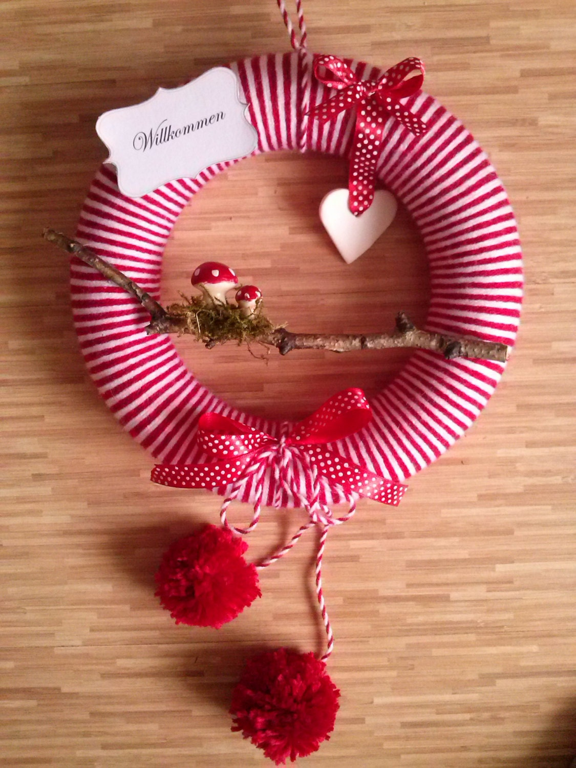Yarn Wreath Felt Handmade Decoration - Red wreath for Christmas - luksgalek
