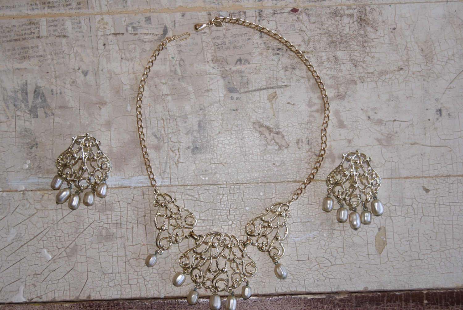 Sarah Coventry Gold Tone And Pearl Choker Or Collar Necklace And Earrings Suite Or Set