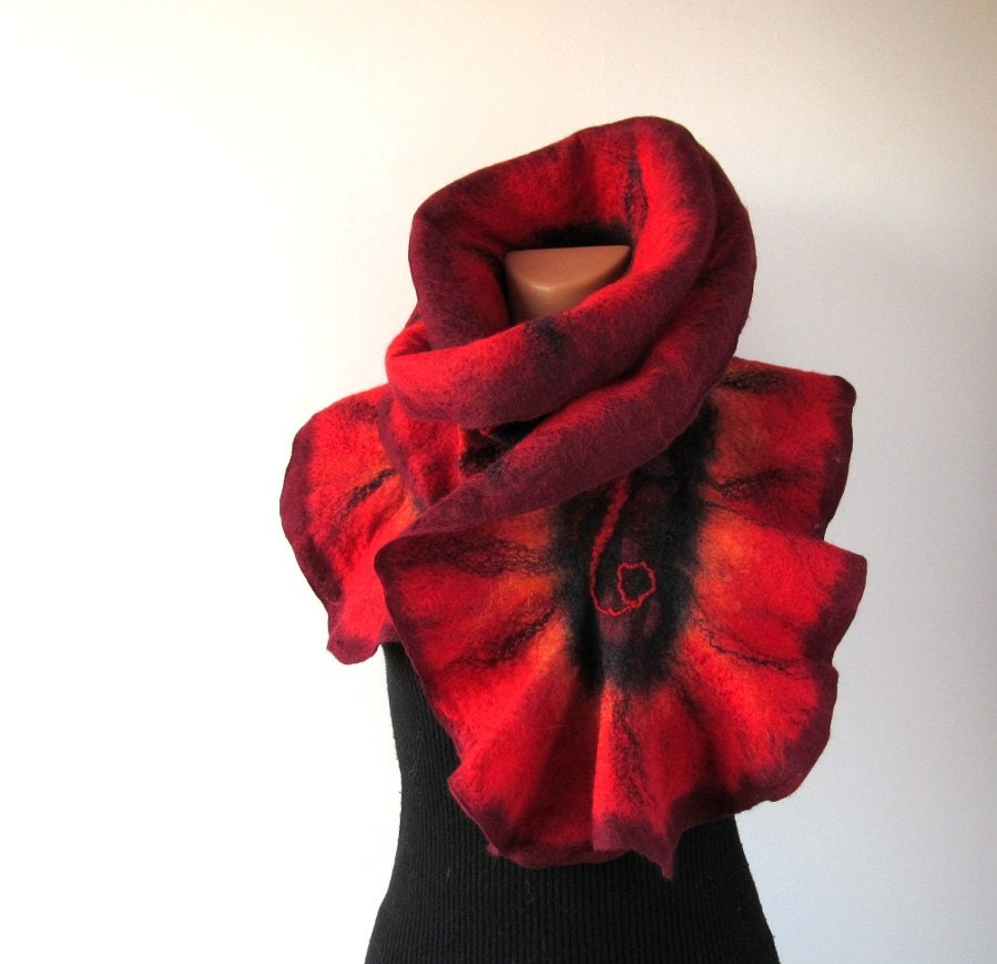 Felted scarf   ruffle collar  Red and Black   gift under 75 - galafilc
