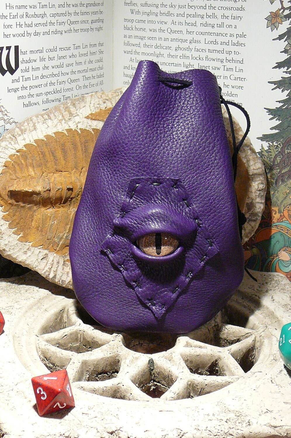 Dragon eye dice bag (Purple leather with Gold Dragon eye)