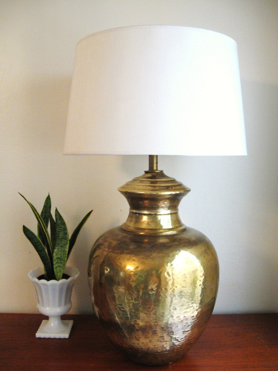 70s HOLLYWOOD REGENCY Hammered BRASS URN Table LAMPS