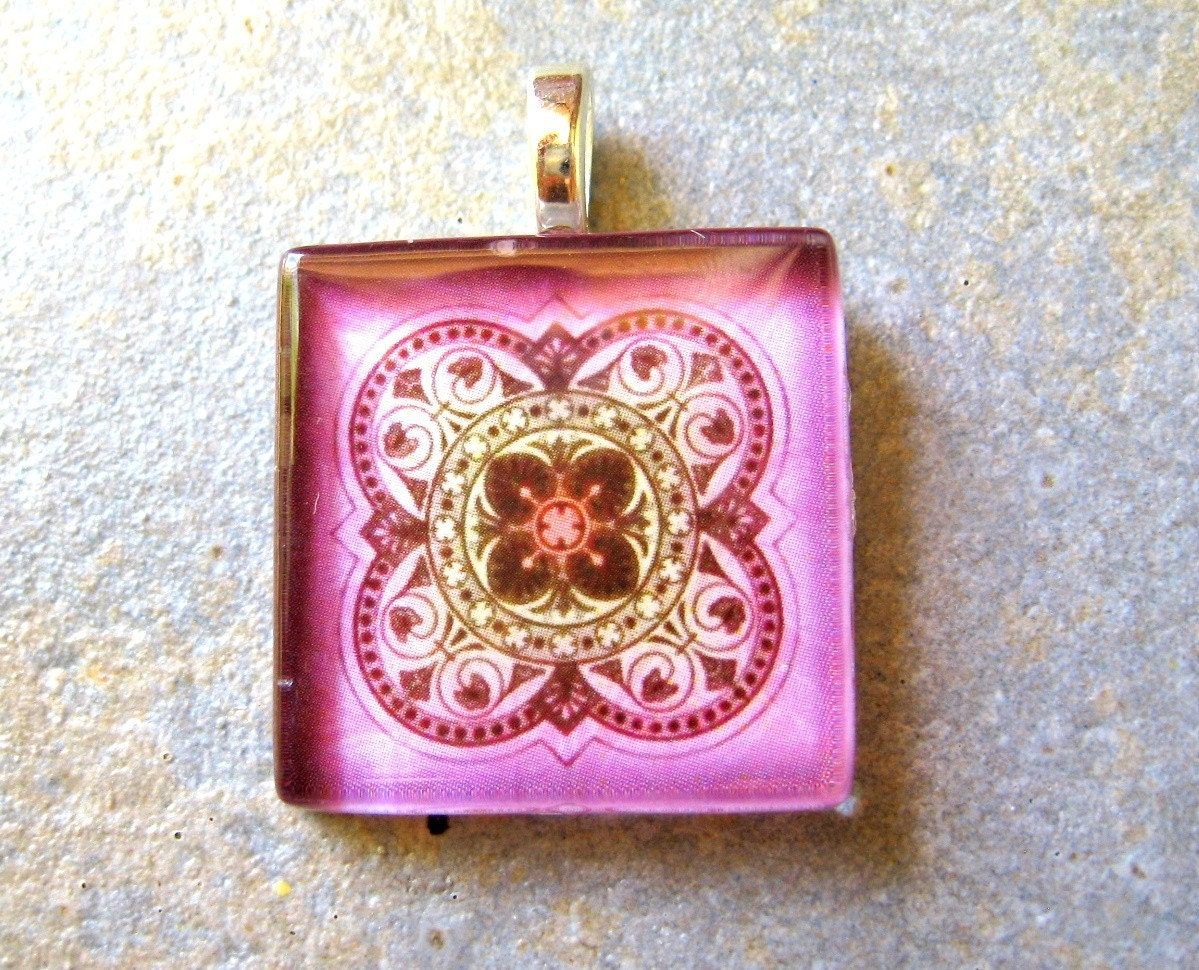 Beautiful Celtic Design Pendant Necklace in Shades of Pink